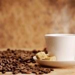 Белая чашка кофе с коричневого сахара — Стоковое фото