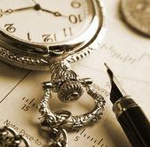 Inkt pen en horloge — Stockfoto