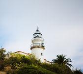 Antigo farol na costa do mar. calella. catalunha. espanha — Foto Stock