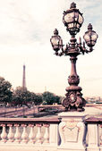 Street lantern on the Alexandre III Bridge against the Eiffel To — Stock Photo