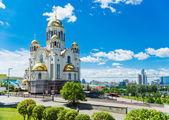 Iglesia en la sangre en honor de todos los santos resplandeciente en la russi — Foto de Stock