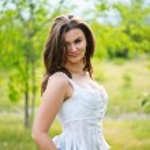 Beautiful european woman smiling outdoors — Stock Photo