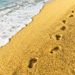 Footprint on sand with foam — Stockfoto