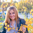 Close up portrait of autumn woman with yellow leaves — Stok fotoğraf