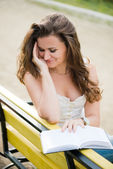Beautiful woman read a book in park — Stock Photo