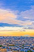 Paris-skyline von sacre coeur bei einer sommer-sonnenuntergang. — Stockfoto