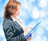 Obchodní žena drží portfolio nad bílá — Stock fotografie