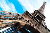Famosa torre eiffel en parís, francia. — Foto de Stock
