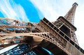 Slavná eiffelova věž v paříži, francie. — Stock fotografie