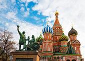 El monumento a minin y pozharsky y la más famosa catedral rusa — Foto de Stock