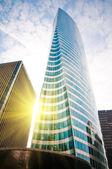 современные здания с солнцем — Стоковое фото