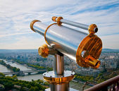Eiffeltoren telescoop met uitzicht op voor Parijs. — Stockfoto