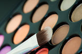 Multicolored eye shadows with cosmetics brush — Stockfoto