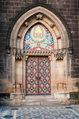 Prague, Vysehrad, decorated the door of the cathedral — Stock Photo