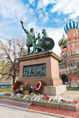 The monument to Minin and Pozharsky and the most famous Russian — Stock Photo