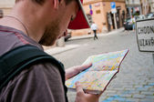 Tourists on the street looking at a map — Stock Photo