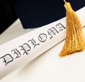 Diploma e cappello di laurea — Foto Stock