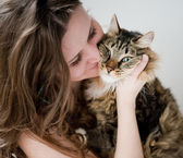 Beautiful smiling brunette girl and her cat over — Foto de Stock