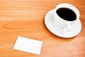 Koffie en visitekaartje — Stockfoto