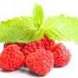Ripe red raspberry with mint leaves — Stockfoto