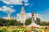 Lomonosov monument and main building of Moscow state University — Stock Photo