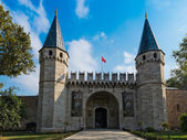 Entrance of the Topkapi palace, istanbul. — Stock Photo