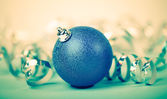 Blue christmas ball — 图库照片