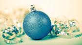 Blue christmas ball — Stockfoto