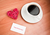 Red straw heart and cup of coffee — 图库照片