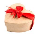 hediye kutusu ve izole kırmızı kurdele — Stok fotoğraf