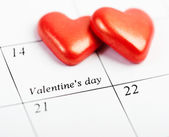 Calendar page with the red hearts on February 14 of Valentines — Stock Photo