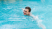 Young man swimming in pool  — Stock Photo