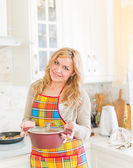Young woman with sauce pan indoor  — Stock Photo