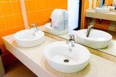 Banheiro público vazio — Foto Stock