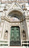 Drzwi katedry we Florencji — Zdjęcie stockowe