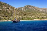 Yacht at anchor in a beautiful bay near Bodrum, Turkey — Stock Photo