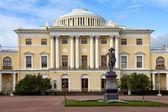 Monument to Emperor Paul I in Pavlovsk, Russia — Stockfoto