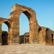 The Iron Pillar in the Qutb complex, Delhi, India — Stock Photo #44537499