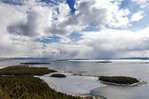 Kandalakcha baie de la mer blanche au printemps, russie — Photo