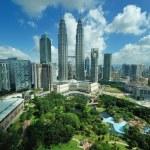 City skyline of Kuala Lumpur, Malaysia. Petronas Twin Towers. — Stock Photo #13965222