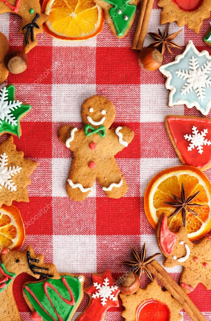 Christmas gingerbread man cookie over tablecloth — Stock Photo #14050550