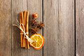 Cinnamon sticks over wooden table — Stock Photo
