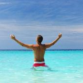 Man op het strand — Stockfoto