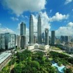 City skyline of Kuala Lumpur, Malaysia. Petronas Twin Towers. — Stock Photo #21414673