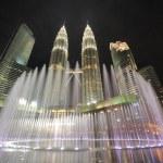City skyline of Kuala Lumpur, Malaysia. Petronas Twin Towers. — Stock Photo #21414675