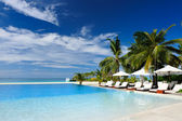 Luxury tropical swimming pool — Stockfoto