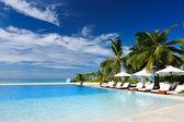 Luxusní tropické plavecký bazén — Stock fotografie