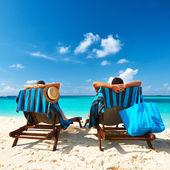 Pár na pláži — Stock fotografie