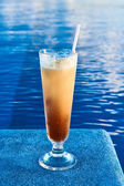 Cocktail near swimming pool — Stock Photo