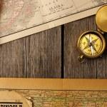 antiker Kompass über alte Karte — Stockfoto